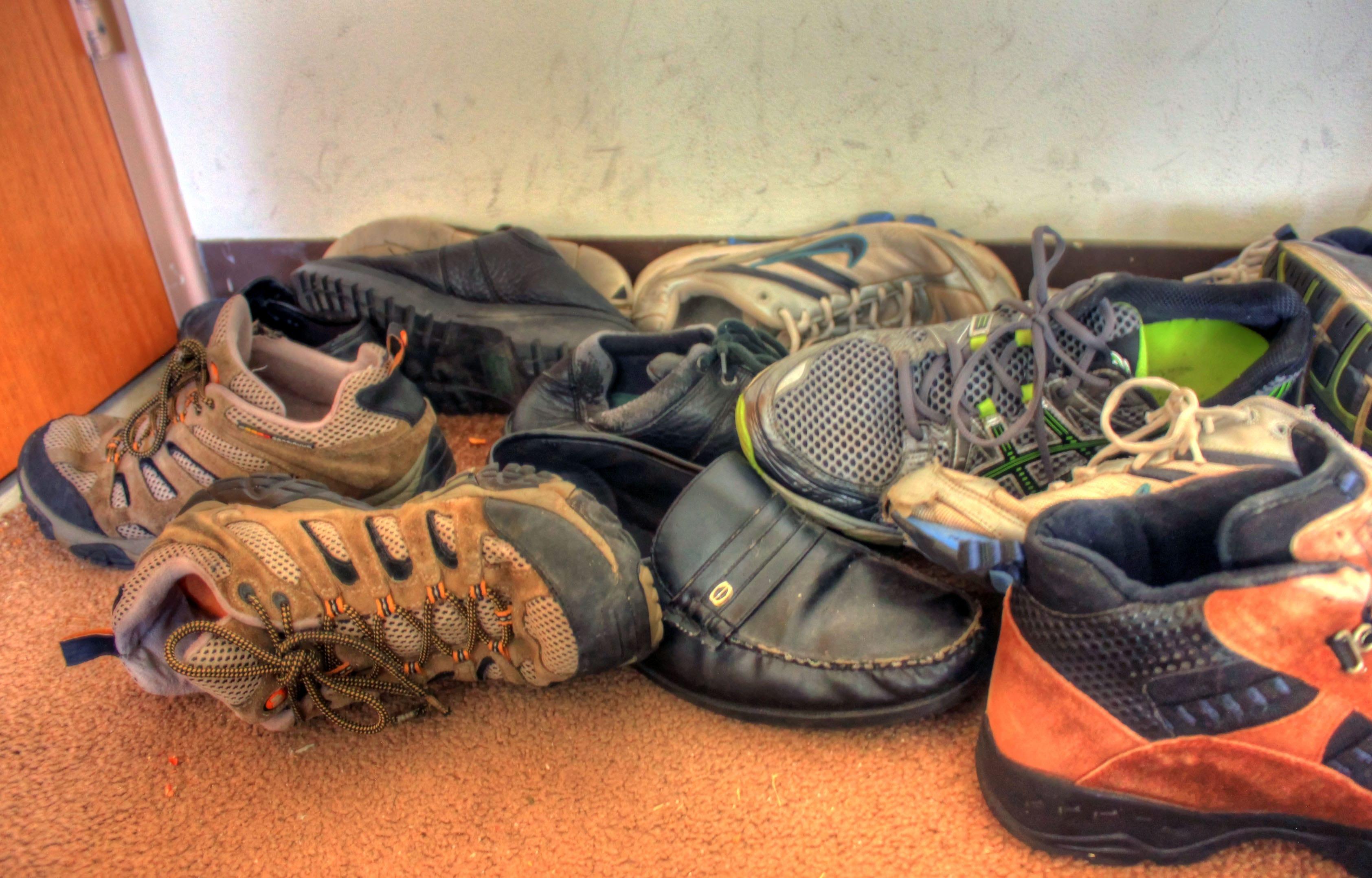 eliminare odore scarpe di tela